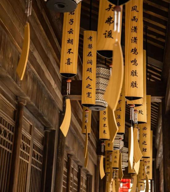"""郑州绿地溱水小镇游玩攻略:主题街区、地道美食,穿汉服一秒""""穿越""""!"""