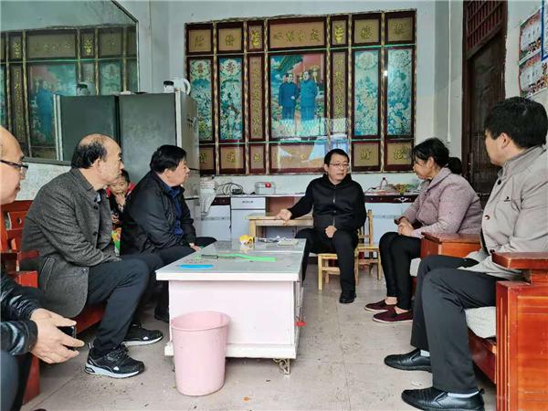 唐河县领导到桐寨铺镇调研脱贫攻坚工作