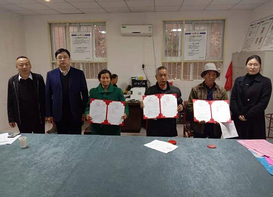 荥阳市新联会与贫困家庭签订精准帮扶协议