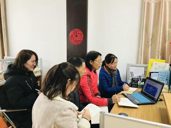 """聚焦""""单元教学""""助力专业成长——郑州市南关小学组织全体数学老师观看""""教研在线"""""""