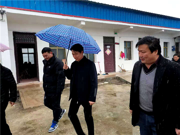 唐河县湖阳镇:迎风踏雪送温暖 提升养老幸福感