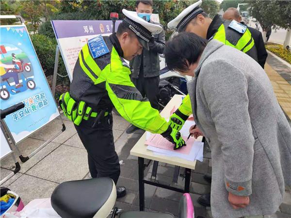 邓州市公安局交通管理大队开展交通秩序整治工作