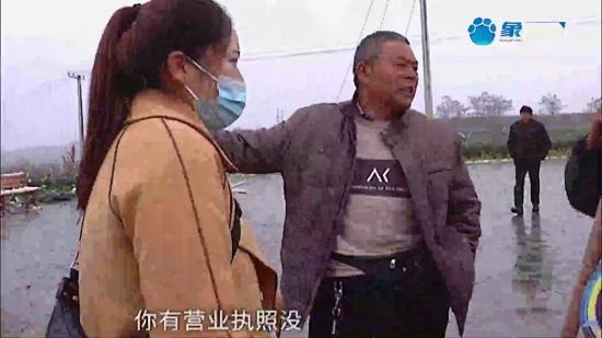 吓人!女子在嵩县禹山小镇玩七彩滑道不料侧翻伤到颈椎,工作人员:我们是\