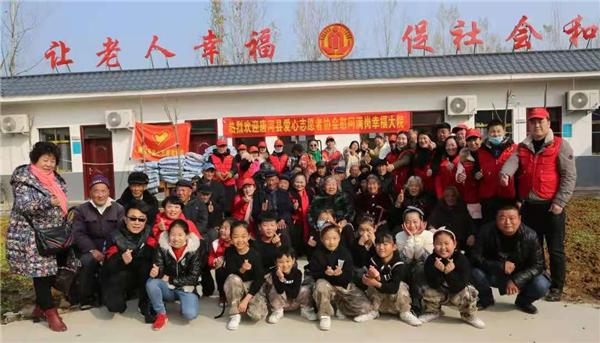 唐河县昝岗乡:爱心人士送温暖 幸福大院乐晚年