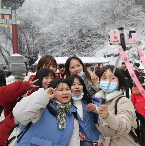 """谁说""""天下没有免费的午餐""""?老君山从即日起为游客提供免费姜汤,豆腐汤啦!"""