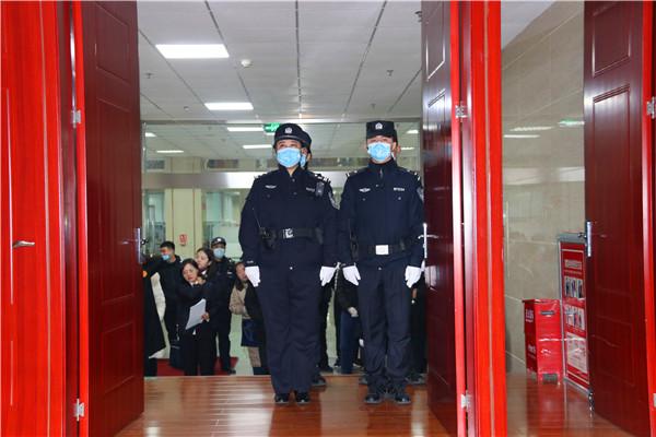 南阳市宛城区法院:大学校园架起审判席 旁听学生树牢法制观