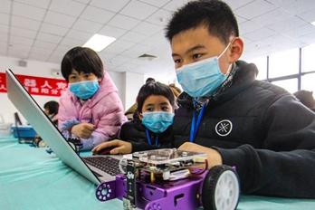 南阳:机器人大赛激发创新热情