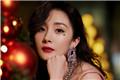 杨幂身穿吊带红裙搭配红色高跟鞋 港风太迷人!