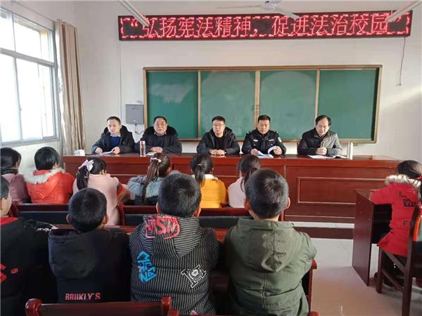 唐河县东王集乡大力开展宪法宣传周活动