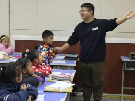 郑州市管城区南学街小学开展12月4+X主题党日活动