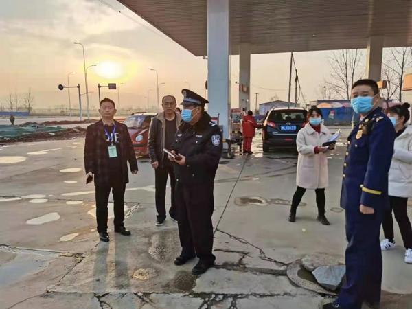 驻马店市公安局城乡一体化示范区分局  对辖区加油站开展安全大检查