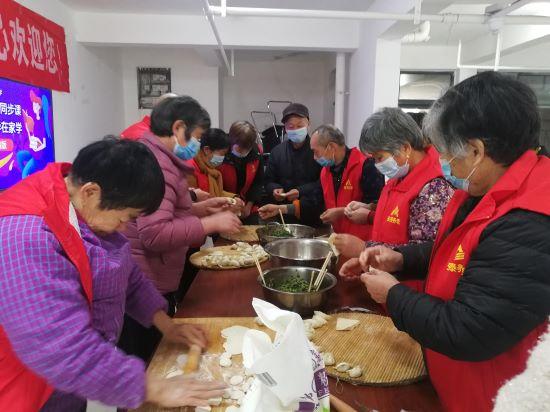 """郑州市基路街道开展""""共度中国节冬至之团圆和美送饺子""""万人爱心送饺子活动"""