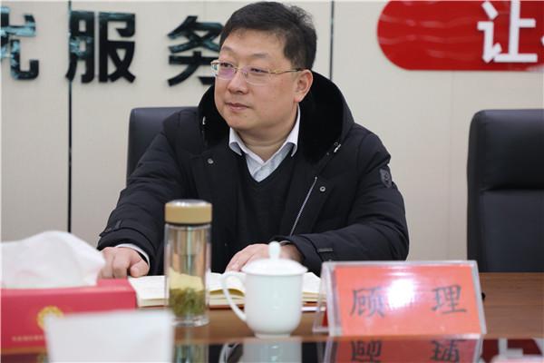 南阳银保监分局局长吴宏伟一行莅临邓州农商银行调研指导工作