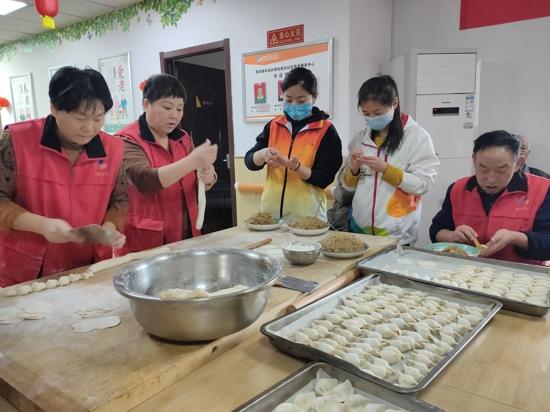 """""""情暖冬至日,爱满夕阳红"""" 一场自带家味道的饺子盛宴如期而至"""