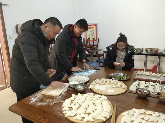 """郑州市西悦城第一小学""""迎冬至,包饺子""""活动"""