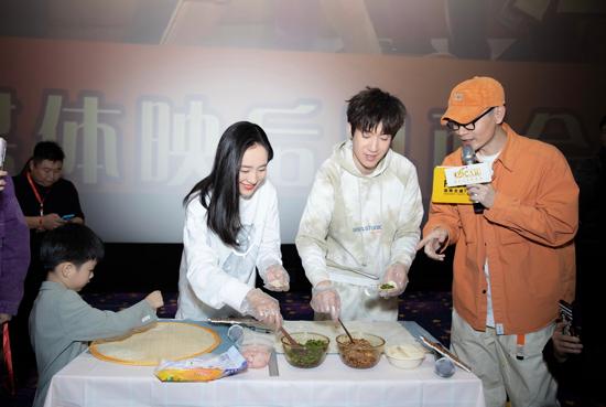 """《温暖的抱抱》 常远、王智现身郑州奥斯卡现场还原""""圆规法""""包饺子"""