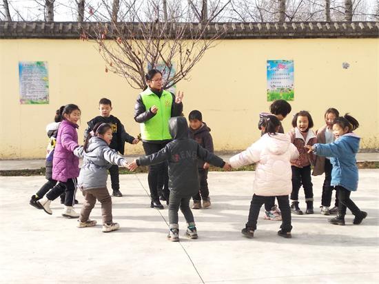 河南嵩县:为困境儿童撑起一把大伞