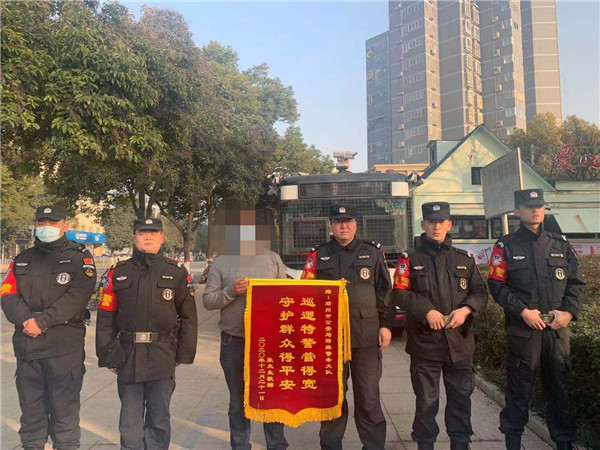 """邓州市公安:便民警务""""真""""便民 受益群众""""诚""""感谢"""