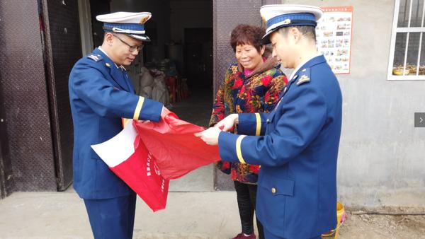 新蔡县消防救援大队心系贫困群众助力脱贫攻坚