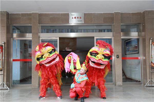 社旗农商银行举行舞狮迎新年活动