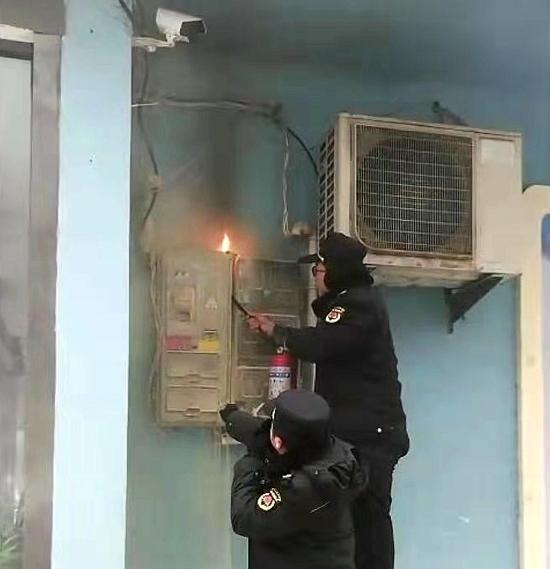 正阳县城管局:巡逻城管显身手 电表着火被救灭