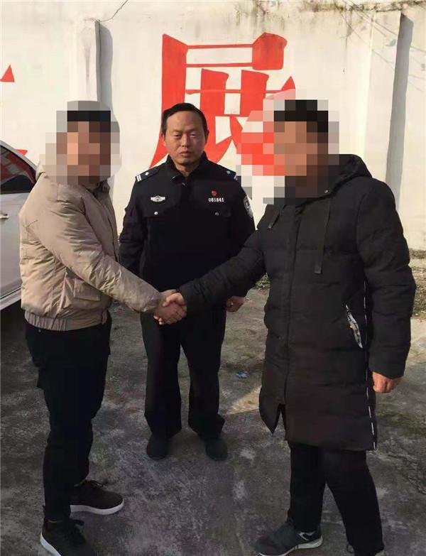 邓州市林扒派出所:兄弟因琐事反目 民警耐心化干戈