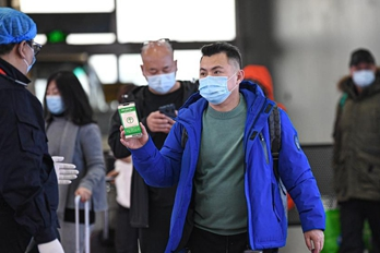 海口:过冬群众增多 疫情防控不放松