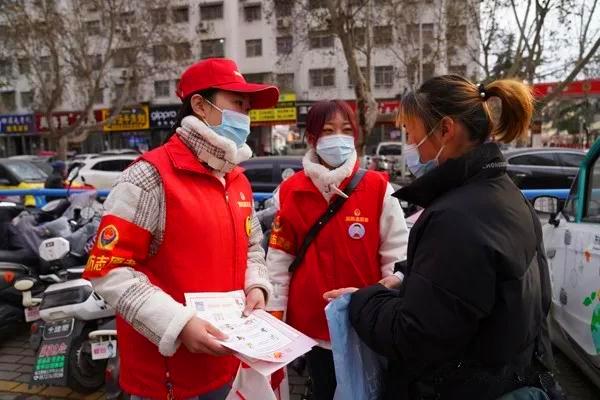 南阳市消防志愿者深入大型商业综合体开展消防宣传