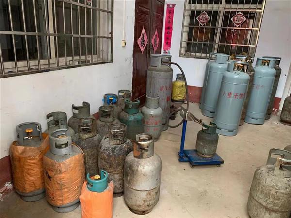 邓州市公安:危险!居民家中存数百斤液化气