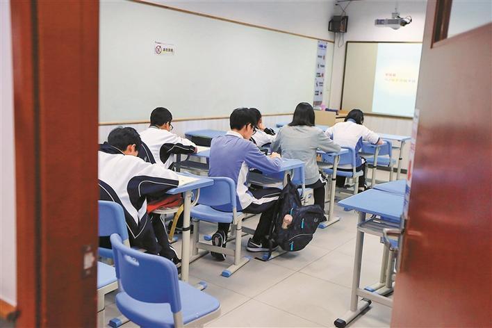 河南要求校外培训机构严控规模 一人一桌