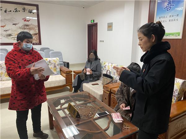 新野县法院:法官温情调解 被告鞠躬感谢
