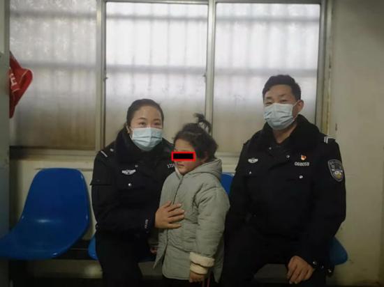 5岁女孩迷路,河南太康县交警救助让其顺利回到家人身边