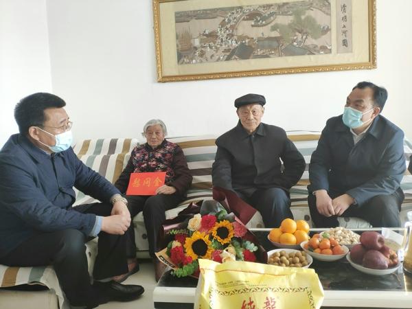 河南省总工会党组成员、经审委主任谭斌凡赴汝南县走访慰问