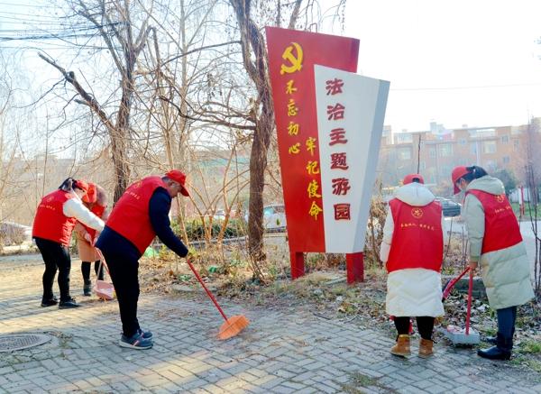 """""""暖暖新年""""展志愿风采——新蔡县检察院开展清洁家园志愿服务活动"""
