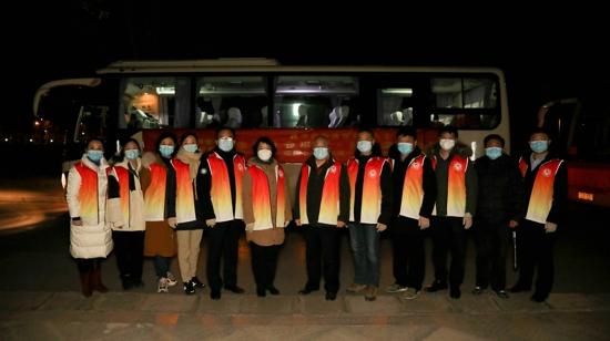 """让爱心温暖每一位寒冬中的奋斗者——省委党校连续6年举办""""一碗爱心粥·温暖一座城""""志愿服务活动"""