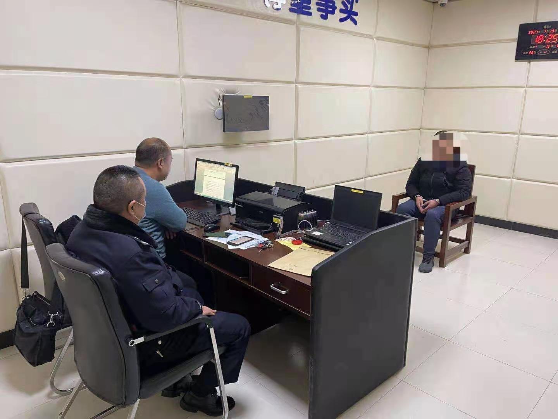 郑州一男子谎称分包工程骗取35万保证金,警方将其刑拘