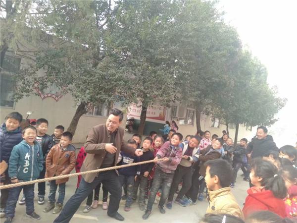 唐河东王集乡安庄学校开展阳光大课间活动
