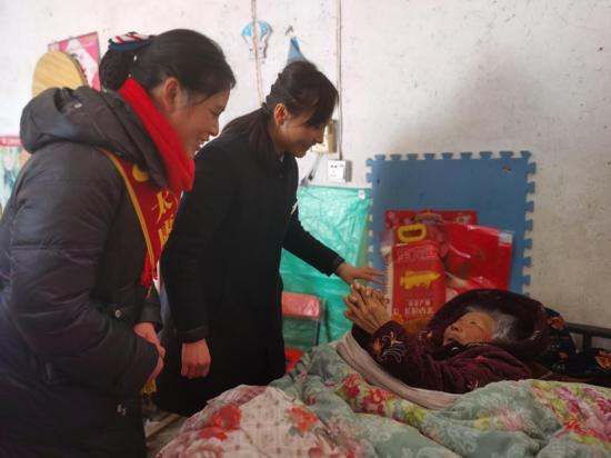 为给千名老人送过节物品,河南太康杨庙这个女支行行长拼了