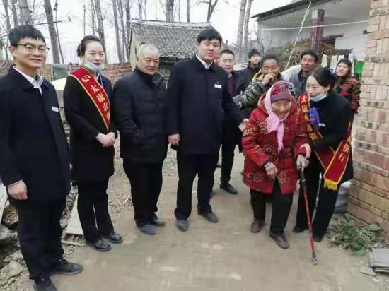 送米送春联,河南太康农商行独塘支行慰问全乡80岁以上老人