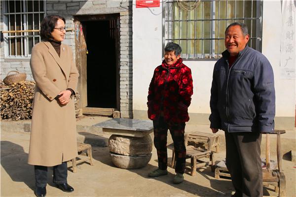 西峡县法院:节前慰问暖民心