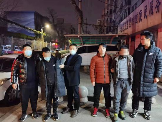 郑州一男子家里地下室70余万元高端白酒被盗,警方多日奋战抓获两名窃贼