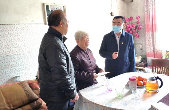 杨福平到郑州市中原区走访慰问困难台胞
