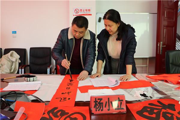 """南阳宛城区法院举办""""迎新春 送春联""""活动"""