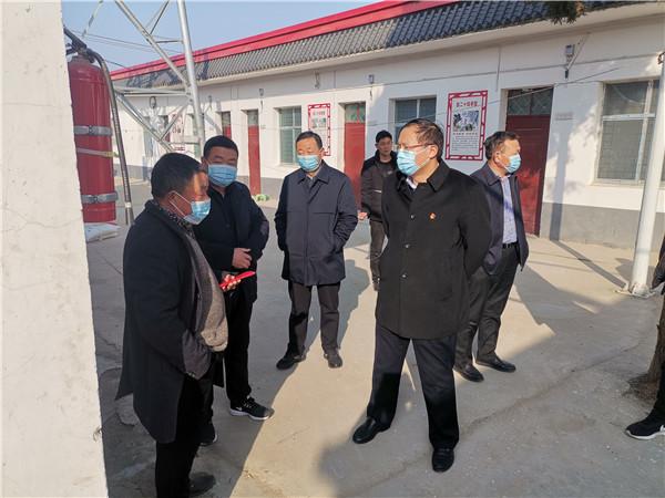 唐河县领导周天龙到大河屯镇走访慰问困难群众