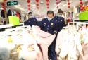 """安徽女孩新年收到河南消防员的礼物,直言""""邻居家的小孩都羡慕我们"""""""
