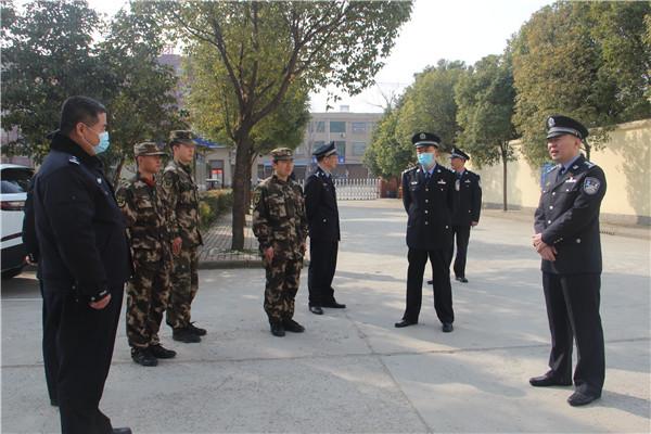 新野县领导高雁看望慰问武警官兵、消防救援队员和一线执勤民警