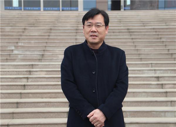 新野县领导看望慰问春节期间执勤的公安民辅警