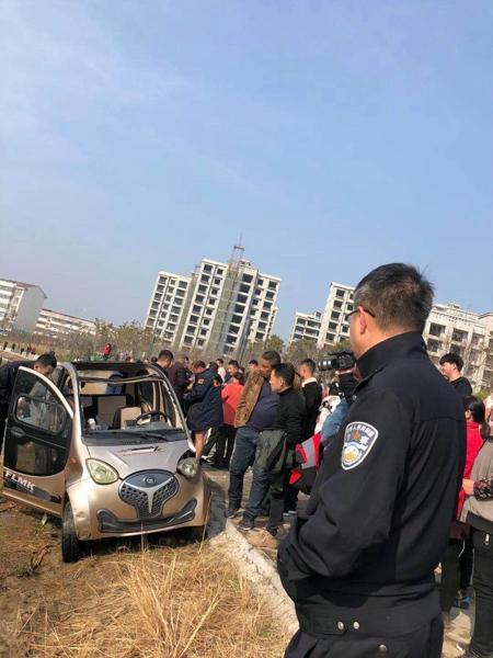 汝南县红十字蛟龙水上搜救队除夕抢救落水司机