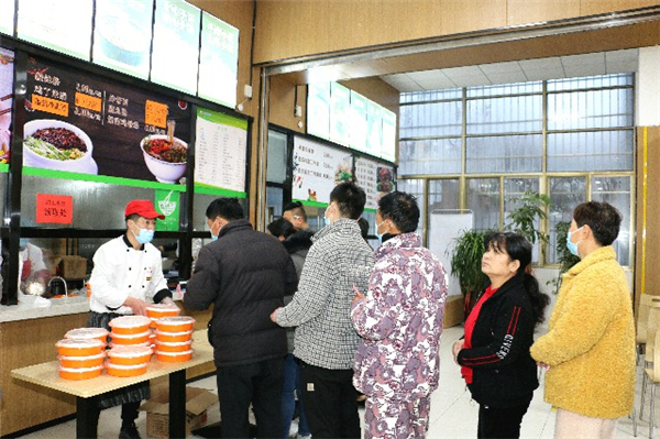 【网络中国节·春节】商丘市第一人民医院:大年初一送水饺 情暖医患一家亲