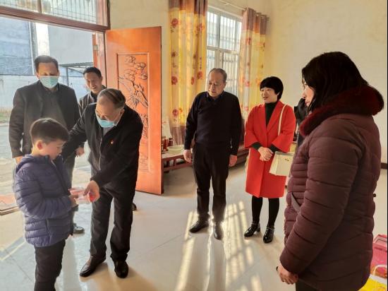 驻马店市残联春节深入县区看望慰问托养残疾人及护工